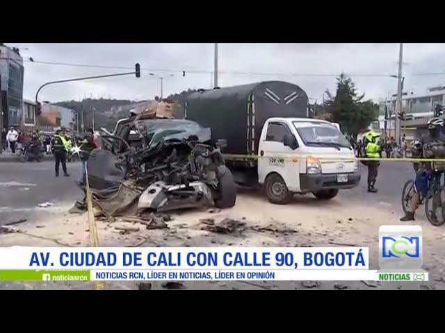 Aparatoso accidente entre una camioneta y una tractomula al occidente de Bogotá