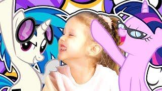МАЙ ЛИТЛ ПОНИ Искорка и Амелька спасают Пони от Бури которая превратила My Little Pony в камень