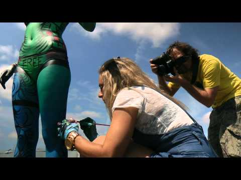 Body Paint Live On Roof Top In Montreal