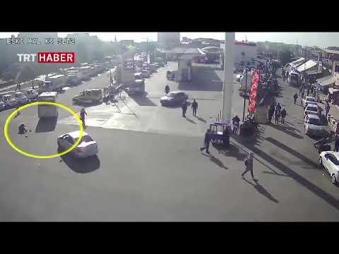 Diyarbakır'daki trafik kazaları MOBESE kameralarına yansıdı.