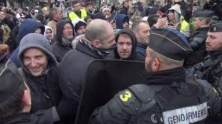 Gilets jaunes : Macron lance le