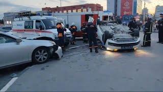 Центр Новосибирска ( Площадь Ленина ) Авария, Lexus влетел в бок полицейской машине.