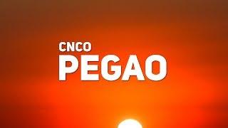 CNCO - Pegao (Letra / Lyrics) (ft. Manuel Turizo)