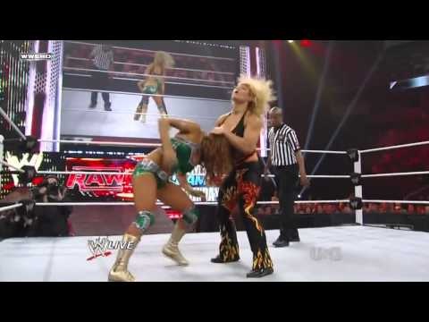 WWE Raw 08/08/11 Beth Phoenix vs Eve