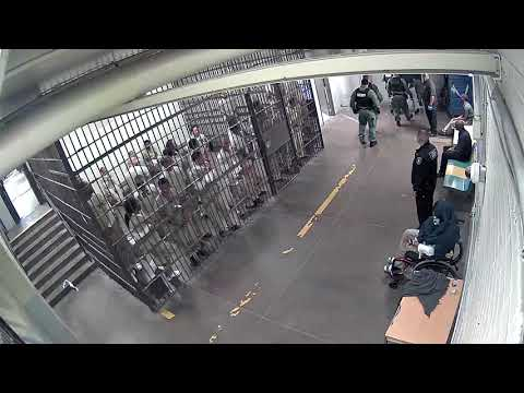 Cook County jail detainees applaud accused cop killer Shomari Legghette