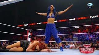 Sasha Banks ataca a Becky Lynch y Bianca Belair WWE Raw 04 10 2021 En Español