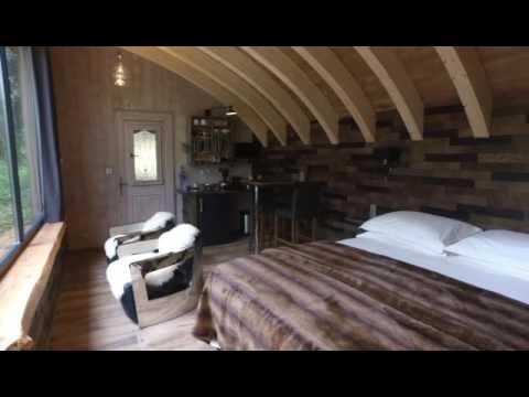 dormir avec les ours le refuge parc animalier des pyr n es youtube. Black Bedroom Furniture Sets. Home Design Ideas
