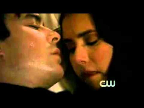 Vampire Diaries 2x22. Damon and Elena Kiss Scene Español