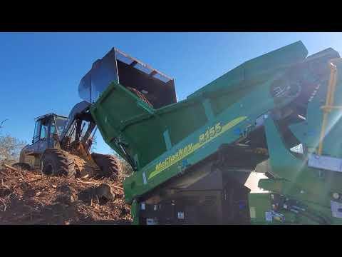 McCloskey R155 Screening Decaying Mulch Waste. Making Organic Soil.