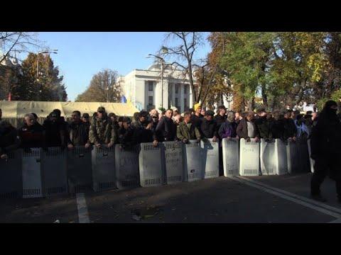 Ukraine protesters set up tent camp outside parliament