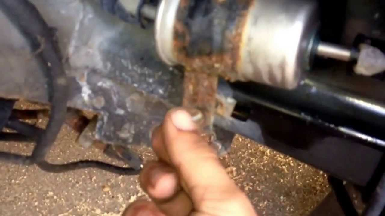 98 02 Lincoln Ls Fuel Filter Replace Youtube 2004 Ford Expedition Location