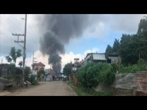 Philippine military jets bomb militants