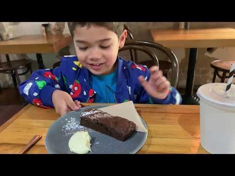 makan-burger-dan-brownies-enak-di-inverloch-australia-|-vela-nine-cafe-inverloch