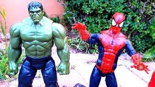 الأبطال الخارقين إنقاذ آلات BRUDER من الديناصورات.