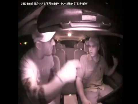Motorista de Taxi apanha (oficial) - Taxi Cab Driver Attacked By Marine
