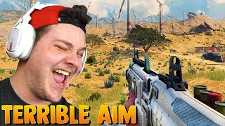 FAT NOOB TRIES CALL OF DUTY BLACKOUT (laughably bad aim)
