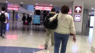 ラスベガス マッカラン国際空港 飛行機を降りてから、バッゲージまで