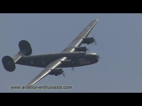 2014 Thunder Over Michigan Air Show B-24 Liberator highlights (Sunday)