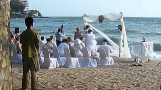 Свадебная церемония на берегу моря в Паттайе Тайланд