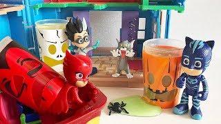 I Pj Masks Super Pigiamini salvano la festa di Halloween 🎃 👻 [Storia con i Giocattoli]