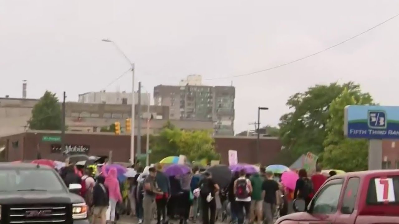 Protesters push back against Federal presence in Detroit