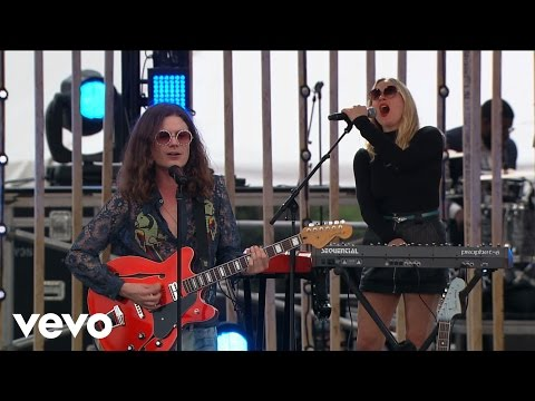 BØRNS - Electric Love (Live From The 2016 MTV Woodie Awards)
