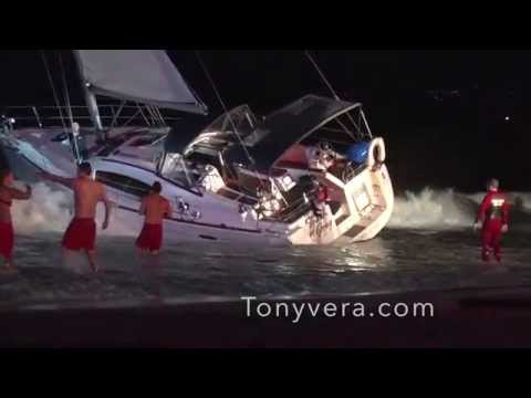 Lifeguards rescue a 30 foot sailboat at Venice Beach