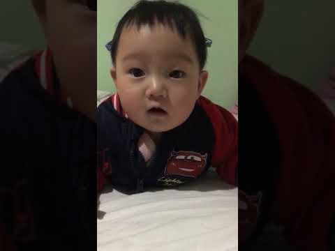 Neonato annuisce
