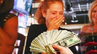 Restoranda Garsona 10.000 Dolar Bahşiş Veriyorlar - Ağlamadan Sonuna Kadar Asla İzleyemezsin