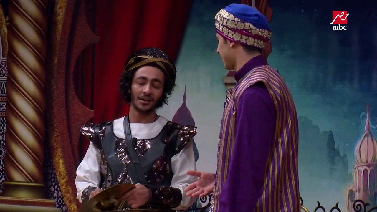 لو عيان اقعد جنب أمك ... محمد أنور يخرج عن النص في مشهد كوميدي