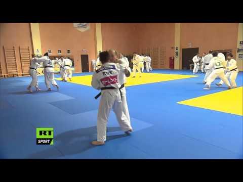 Putin shows off his judo skills with team Russia in Sochi