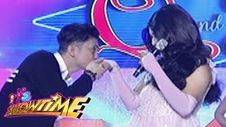 It's Showtime Miss Q and A: Vhong romantically thrills Angel Marie