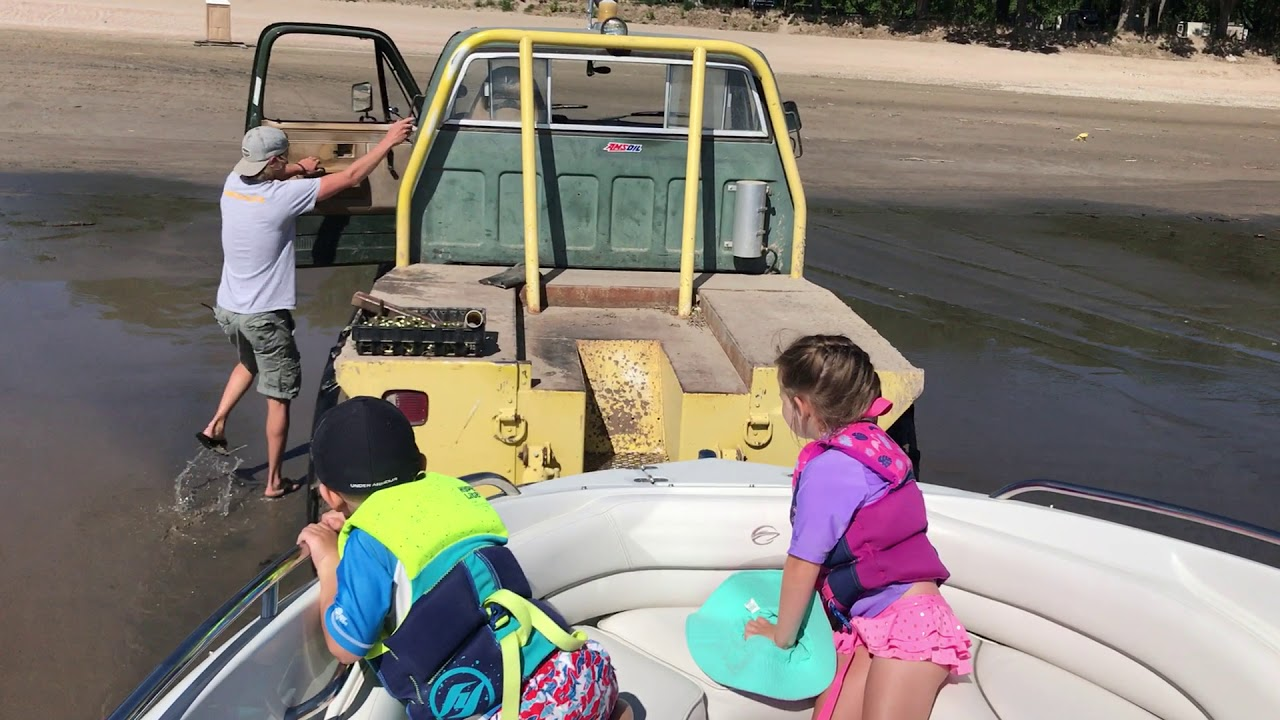 Lake McConaughy - Launching boat from Van's Lakeview ...