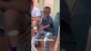 الطفل الافريقي المضحك  لاول مرة يشرب ريدبول