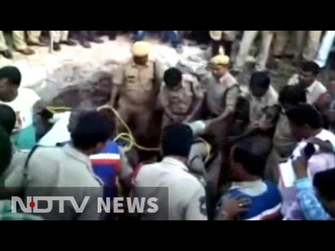 4 die after getting trapped in manhole in Hyderabad; Case against contractor
