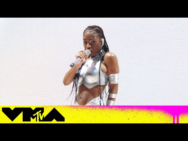 Normani Performs