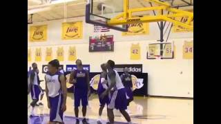 2014.10.02 Kobe Bryant against the younger Lakers in camp Thumbnail