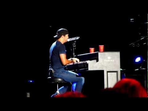Luke Bryan singing Justin Bieber and Lionel Richie
