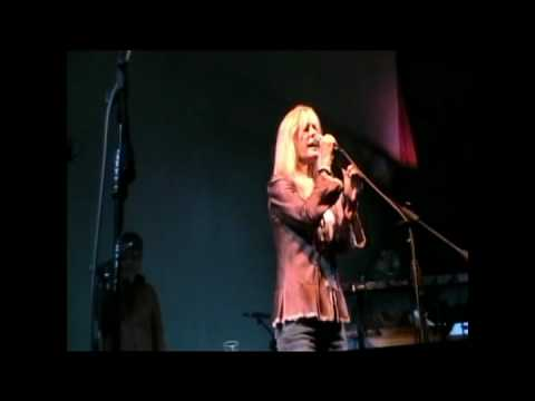 """KIM CARNES - """"ONE BEAT AT A TIME"""" (LIVE IN SANTIAGO, CHILE)"""