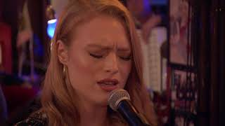 "Freya Ridings ""Lost Without You"" / live ""Inas Nacht"", 21.7. 2018"