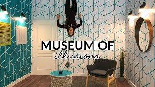 EXPLORING THE MUSEUM OF ILLUSIONS TORONTO | Vlogmas 7