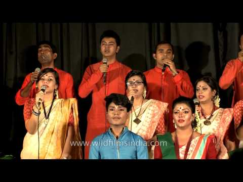 'Amar Sonar Bangla' by Rezwana Choudhury Bannya's group Shurer Dhara