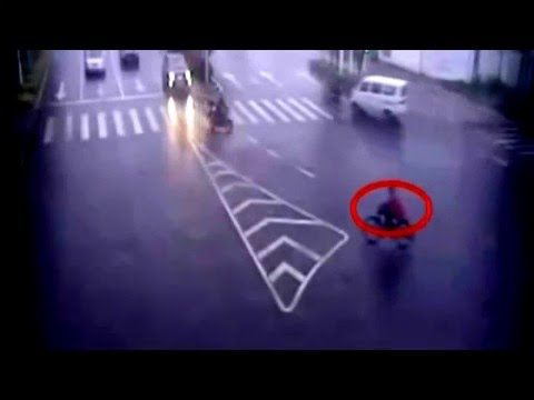 Red Light Running Crashes In China Caught on Camera | Car Crash Real Caught On security Camera