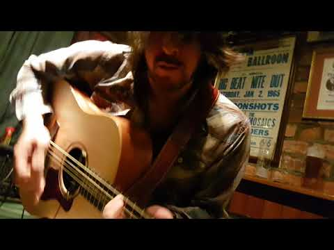 Jesse Hutchinson at Cellars Bar performing Treetop Flyer 4K