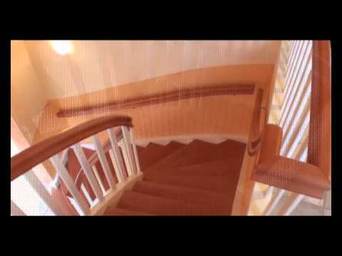 eingestemmte treppe in wei lackiert mit gebeizten buchenstufen youtube. Black Bedroom Furniture Sets. Home Design Ideas