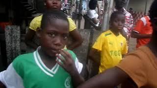 Bongo Dova en prestation ,au club du YOUSSOUMBA situé à Port Bouet Gonzague rue 12