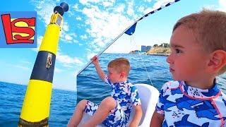 НА КАТАМАРАНЕ В МОРЕ На чем держится буй ВИДЕО ПОД ВОДОЙ Дети катаются на лодке МАЯК в АНАПЕ ВЛОГ