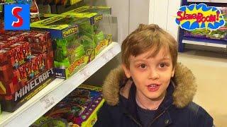 VLOG. Слава идет в Детский Мир в Москве и покупает игрушечный автомат
