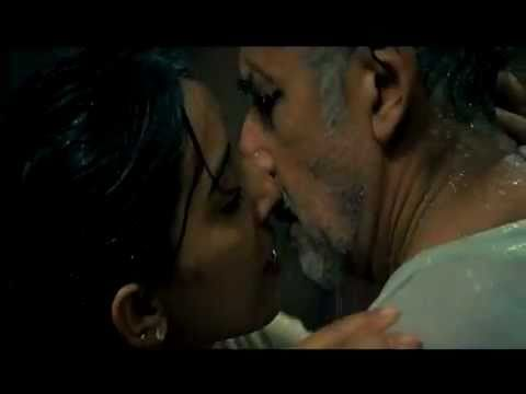 Naseeruddin Shah's Kissing Scene - Raajneeti