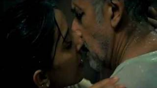 Naseeruddin Shah's Kissing Scene - Raajneeti thumbnail